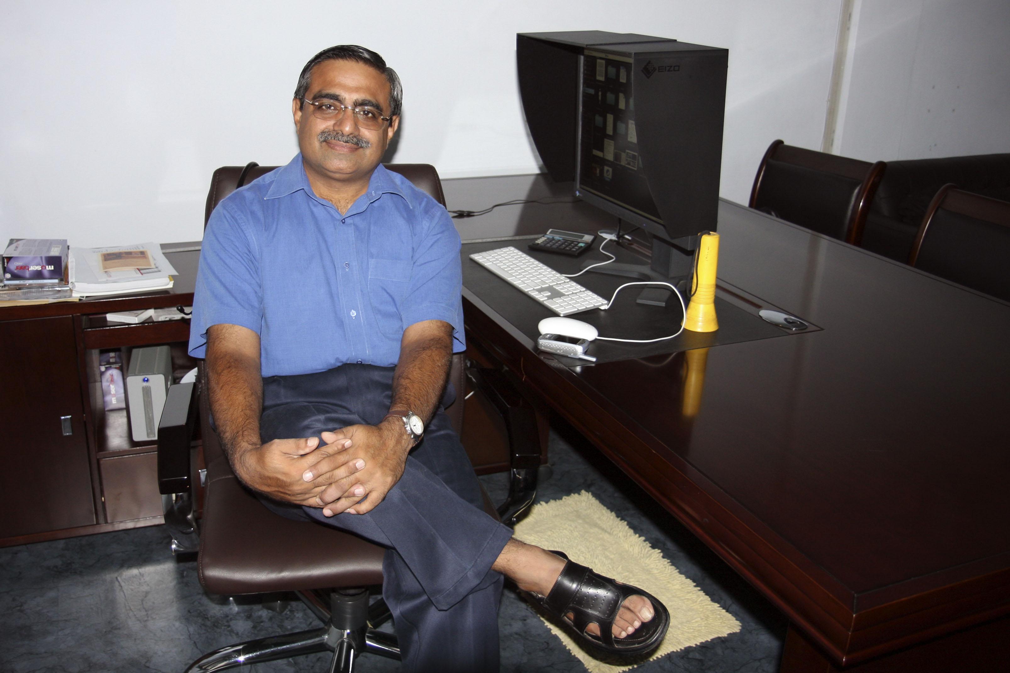 Dr Sandeep Saluja